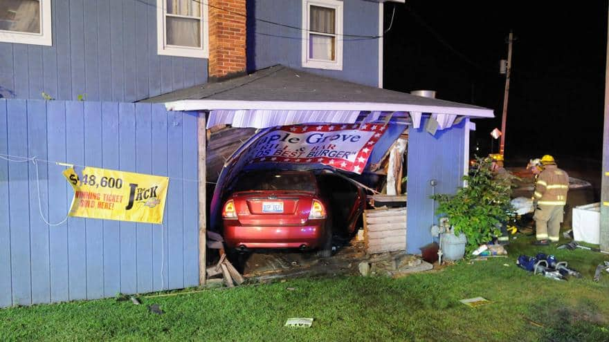 Car crashes into South Haven restaurant after hitting roundabout